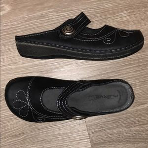 Spring Step Black slip on mules